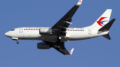 A picture of B5242 - Boeing 73779P - China Eastern Airlines - © wangpaul