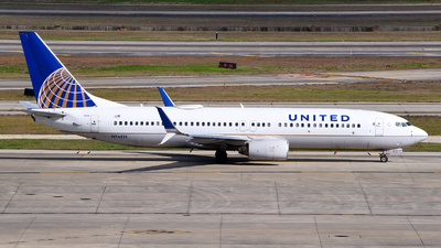 A picture of N76514 - Boeing 737824 - United Airlines - © Rocky Wang