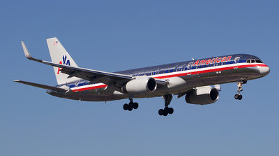 N678AN - Boeing 757-223 - American Airlines