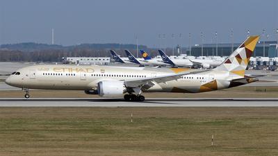 A picture of A6BLW - Boeing 7879 Dreamliner - Etihad Airways - © Hugo Schwarzer