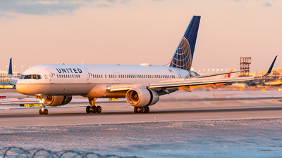 A picture of N58101 - Boeing 757224 - United Airlines - © bill wang