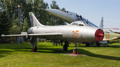 25 - Sukhoi Su-7B Fitter A - Soviet Union - Air Force