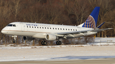A picture of N727YX - Embraer E175LR - United Airlines - © Nick Neiger