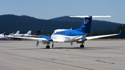 N860UP - Beechcraft B300 King Air 350 - Wheels Up