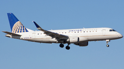 A picture of N732YX - Embraer E175LR - United Airlines - © Xiamen Air 849