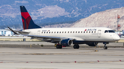A picture of N246SY - Embraer E175LR - Delta Air Lines - © David Lee