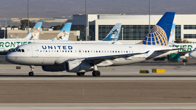 A picture of N835UA - Airbus A319131 - United Airlines - © David Lee