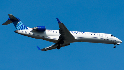 A picture of N523GJ - Mitsubishi CRJ550 - United Airlines - © Devin R