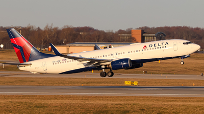 A picture of N3747D - Boeing 737832 - Delta Air Lines - © Kass Betas