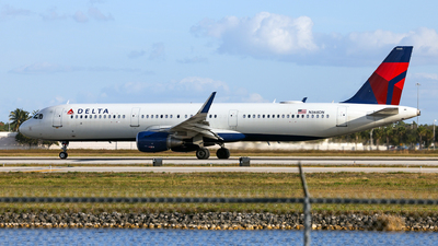 A picture of N368DN - Airbus A321211 - Delta Air Lines - © John Mageropoulos