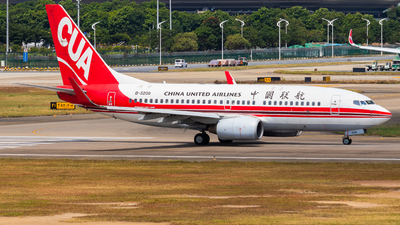 B-5208 - Boeing 737-79P - China United Airlines