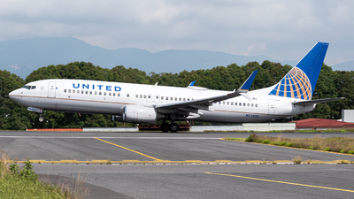 A picture of N77525 - Boeing 737824 - United Airlines - © Juan Manuel Galvez