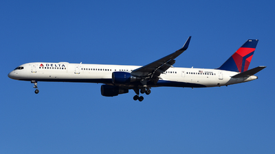 A picture of N594NW - Boeing 757351 - Delta Air Lines - © Rocky Wang