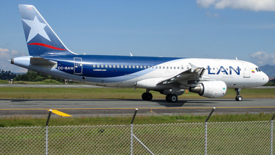 A picture of CCBAW - Airbus A320214 - LATAM Airlines - © Daniel Rios P