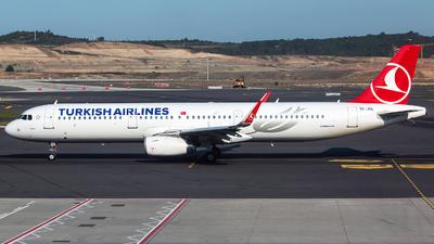 A picture of TCJSL - Airbus A321231 - Turkish Airlines - © Tomasz Kozakowski