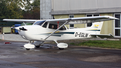 A picture of DEGLW - Cessna 172S Skyhawk SP - [172S8731] - © Moti Shvimer