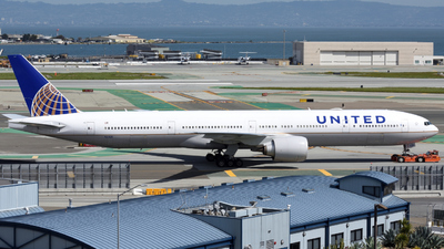 N2142U - Boeing 777-322ER - United Airlines