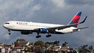 A picture of N16065 - Boeing 767332(ER) - Delta Air Lines - © Brandon Ravelo
