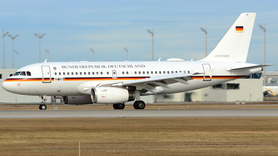 15-01 - Airbus A319-133X(CJ) - Germany - Air Force