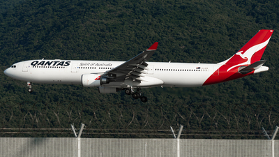 A picture of VHQPB - Airbus A330303 - Qantas - © Jonathan L - Skies of Pearl