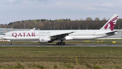 A picture of A7BAE - Boeing 7773DZ(ER) - Qatar Airways - © Tom Mousel