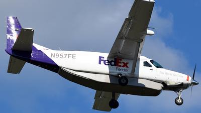 A picture of N957FE - Cessna 208B Super Cargomaster - FedEx - © Zhou
