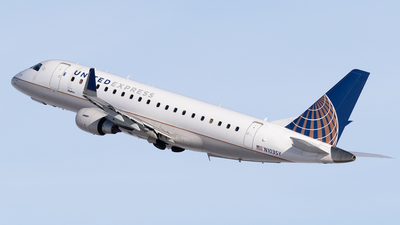 A picture of N103SY - Embraer E175LR - United Airlines - © Mike MacKinnon