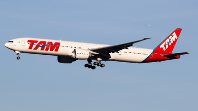 A picture of PTMUF - Boeing 77732W(ER) - LATAM Airlines - © C. v. Grinsven