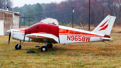 N9658W - Piper PA-28-140 Cherokee - Private