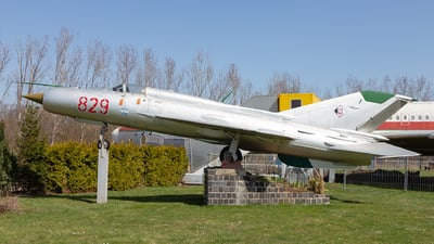 829 - Mikoyan-Gurevich MiG-21PFM Fishbed - German Democratic Republic - Air Force