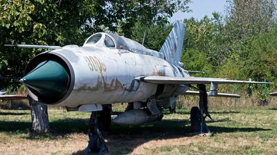8006 - Mikoyan-Gurevich Mig-21PFMA Fishbed J - Romania - Air Force