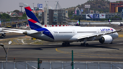 A picture of CCBGJ - Boeing 7879 Dreamliner - LATAM Airlines - © Luis Miguel Martinez