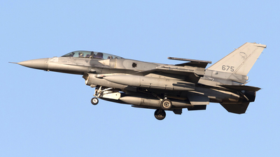 675 - Lockheed Martin F-16D Fighting Falcon - Singapore - Air Force