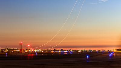 KSNA - Airport - Runway