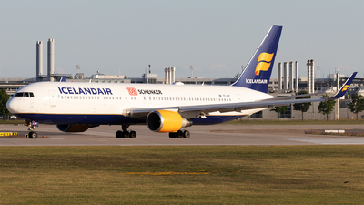 A picture of TFISP - Boeing 767319(ER) - Icelandair - © Moritz Babl