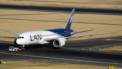 A picture of CCBBH - Boeing 7878 Dreamliner - LATAM Airlines - © Iván Cabrero