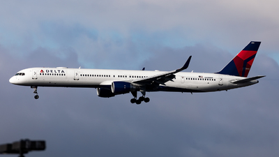 A picture of N590NW - Boeing 757351 - Delta Air Lines - © Sweet Potato