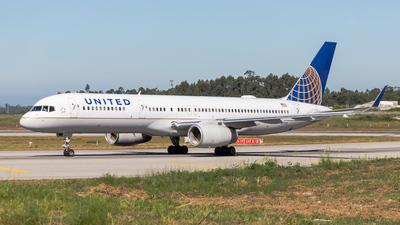 N17126 - Boeing 757-224 - United Airlines