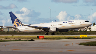 A picture of N61882 - Boeing 737924(ER) - United Airlines - © Hensley Garcia