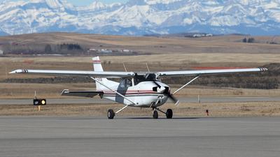 A picture of CGYDE - Cessna 172N Skyhawk - [17267662] - © Mike MacKinnon