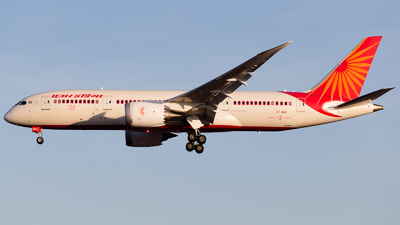 A picture of VTANX - Boeing 7878 Dreamliner - Air India - © RobertLN