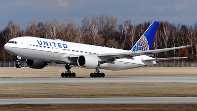 A picture of N787UA - Boeing 777222(ER) - United Airlines - © Domi Einert