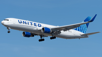 A picture of N648UA - Boeing 767322(ER) - United Airlines - © Graham Wesbury
