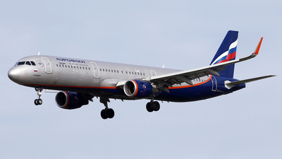 A picture of VPBFX - Airbus A321211 - Aeroflot - © Jeroen Stroes
