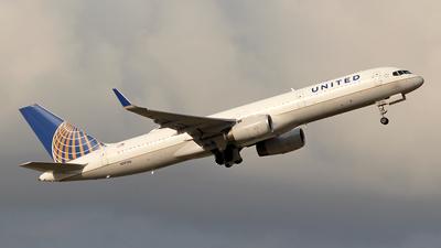 N19136 - Boeing 757-224 - United Airlines