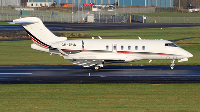 A picture of CSCHA - Bombardier Challenger 350 - NetJets - © Ian Howat