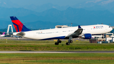 N826NW - Airbus A330-302 - Delta Air Lines