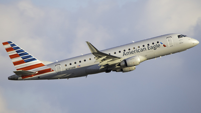 A picture of N289MW - Embraer E175LR - American Airlines - © Tyler Lorenz