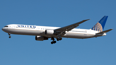 A picture of N77066 - Boeing 767424(ER) - United Airlines - © PAUL LINK