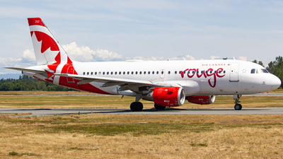 C-FYIY - Airbus A319-114 - Air Canada Rouge